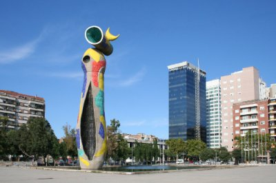 AVE Barcelona DOna i Ocell Miró