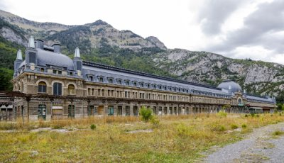 AVE Huesca Canfranc estación de tren